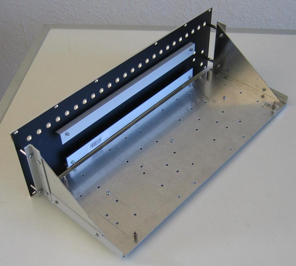 Vocoder: Synthesizer mechanic parts mounted