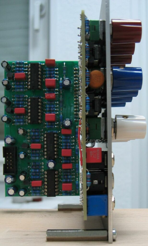 Quad white and colored noise source. Quad random voltage source. Populated main PCB