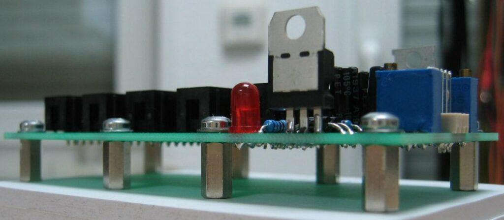 15V to 12V adaptor side view