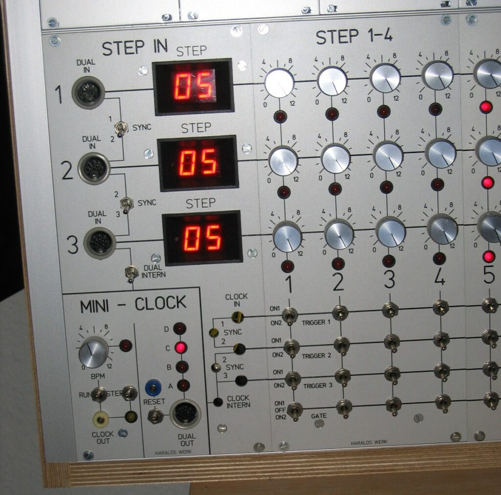 Sequencer: Clock close up