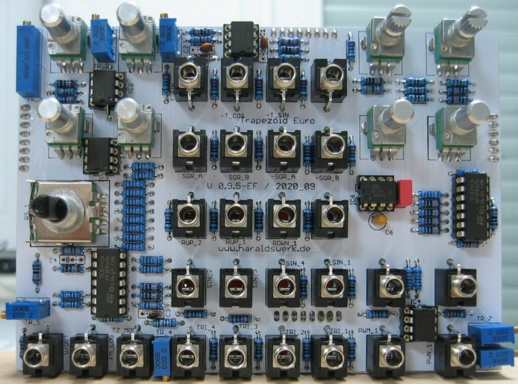 Trapezoid quadrature through zero VCO with waveshapers: Populated control PCB