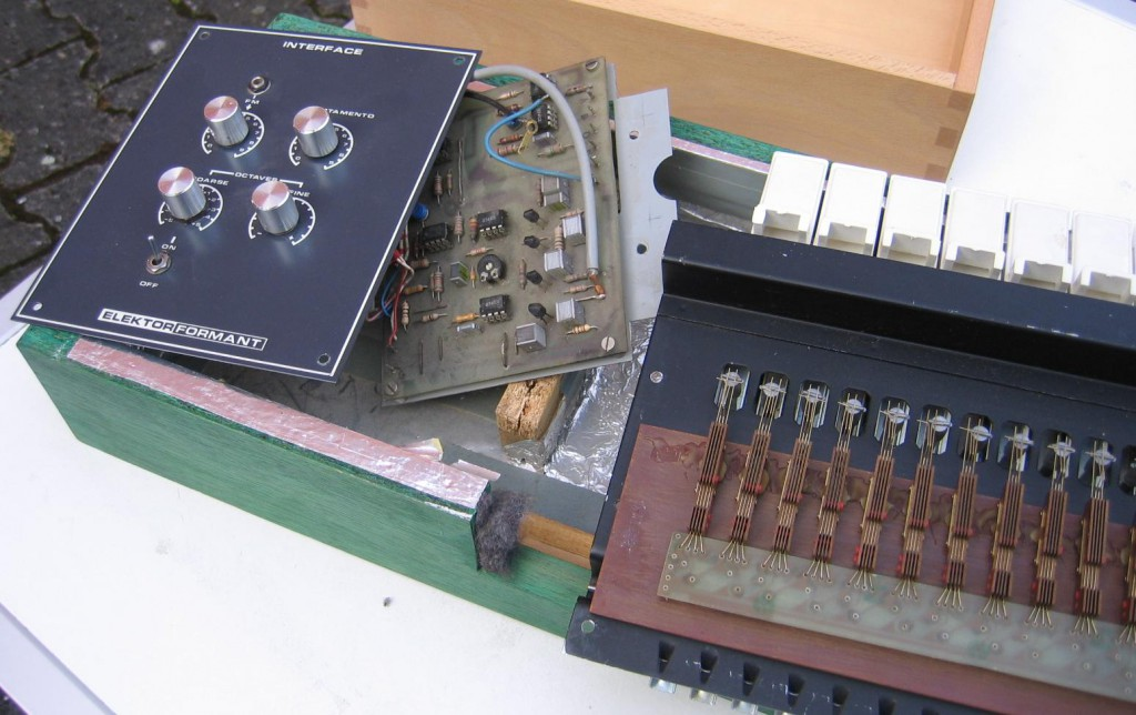 Detail: Original Elektor Formant Keyboard