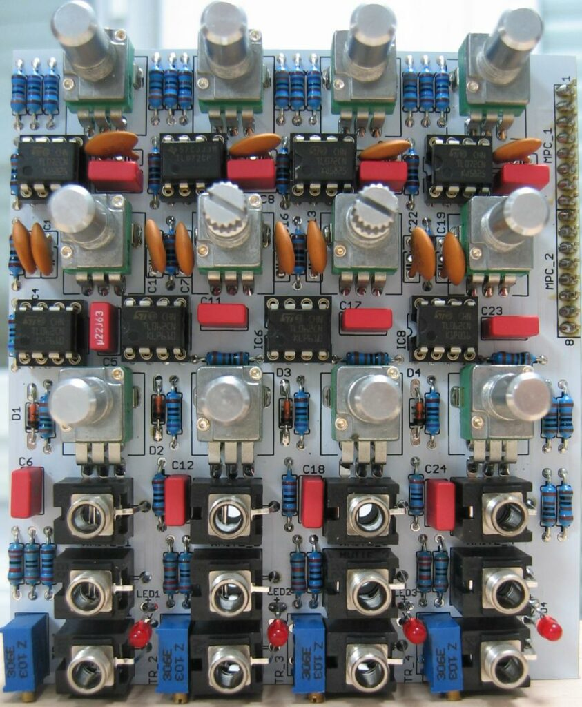 Quad white and colored noise source. Quad random voltage source. Populated control PCB