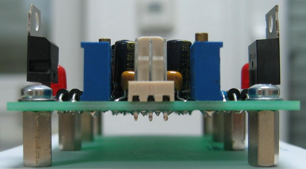 15V to 12V adaptor front view